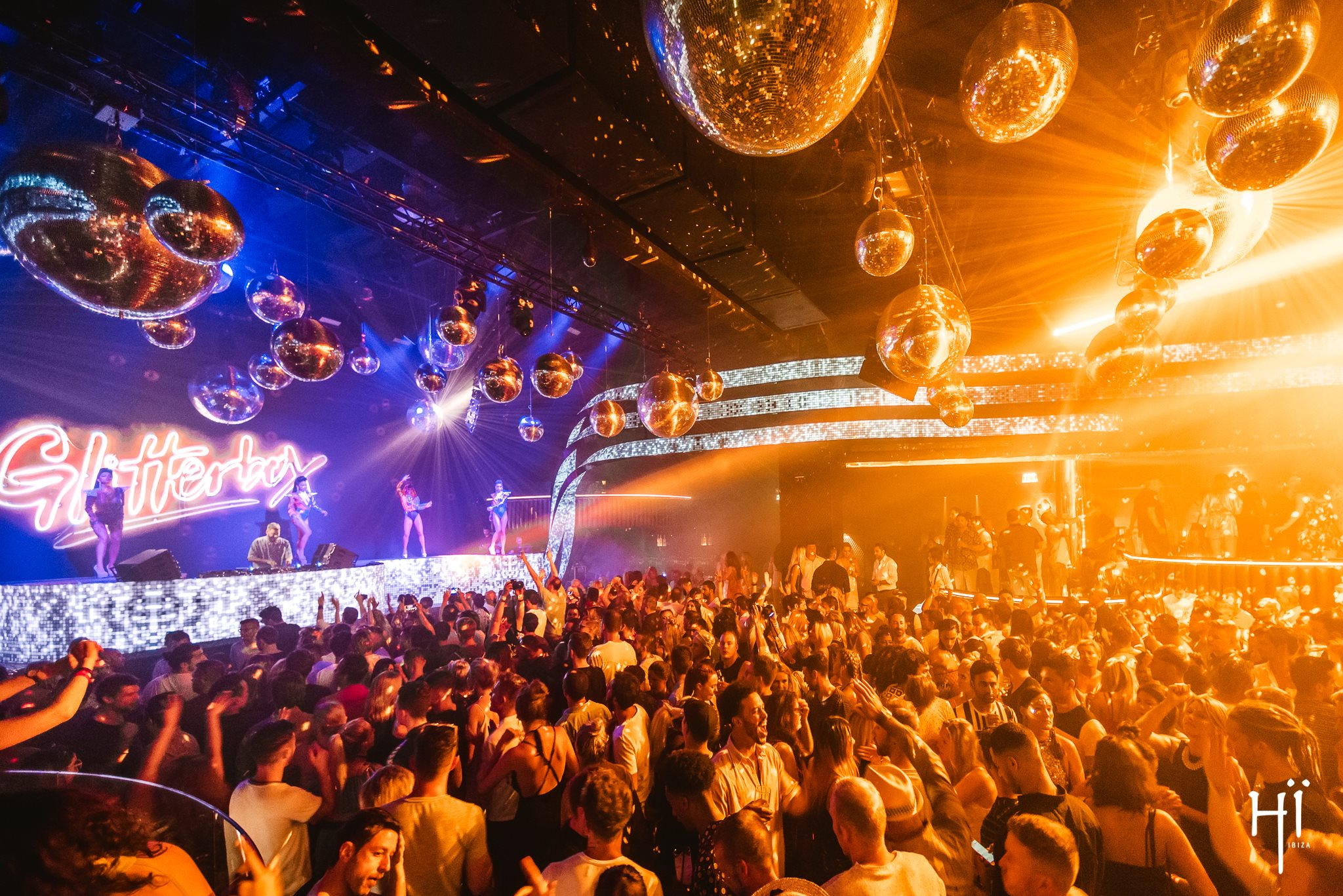 36 Jaw-Dropping Photos From The Glitterbox Opening Party In Hï