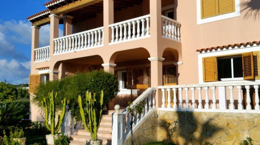 Just Minutes Away From Playa d'en Bossa & Room For 12 People! Villa Jesus
